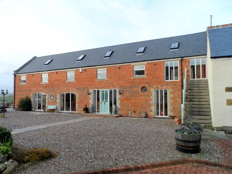 4 Bedrooms Property for sale in River Piddle Granary, Whitefield Farm Barns, Morpeth, Northumberland, NE61 5AB