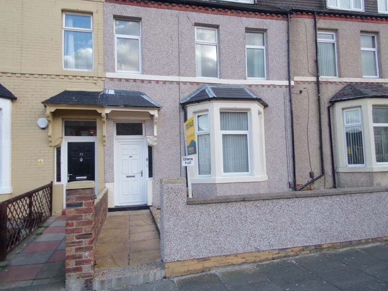 2 Bedrooms Property for sale in North Parade, Whitley Bay, Whitley Bay, Tyne & Wear, NE26 1NU