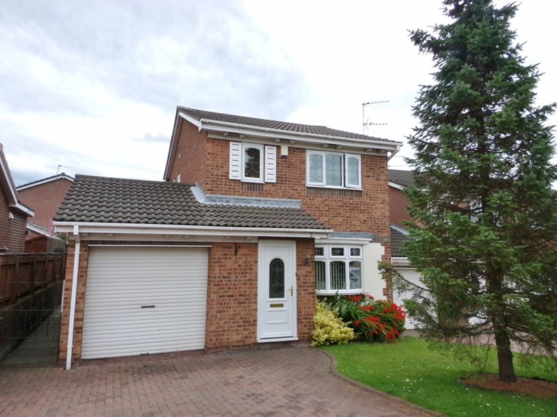 3 Bedrooms Property for sale in Axbridge Close, Stakeford, Choppington, Northumberland, NE62 5HB