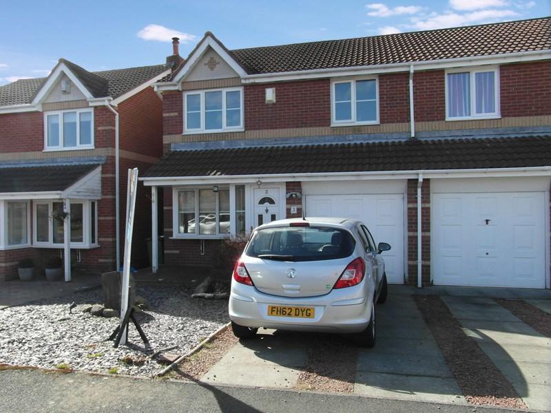 3 Bedrooms Property for sale in Dearham Grove, Cramlington, Cramlington, Northumberland, NE23 3FR