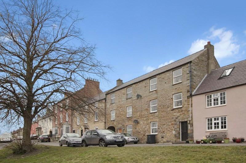 2 Bedrooms Property for sale in North Side, Stamfordham, Newcastle upon Tyne, Northumberland, NE18 0LA