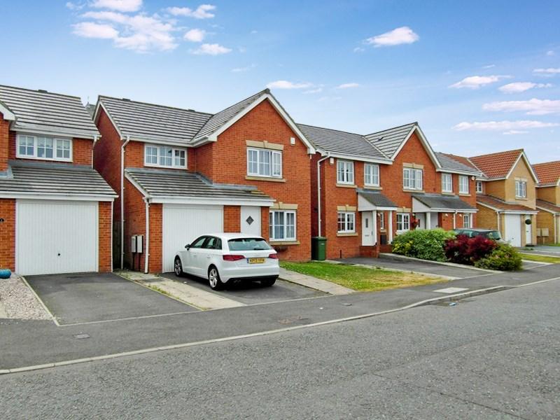 3 Bedrooms Property for sale in Churchside Gardens, Easington Lane, Easington Lane, Tyne & Wear, DH5 0NE
