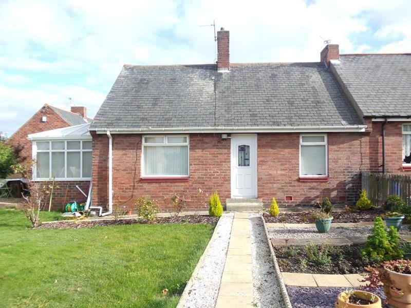 2 Bedrooms Bungalow for sale in Tweed Street, Easington Lane, Houghton Le Spring, Tyne & Wear, DH5 0PL