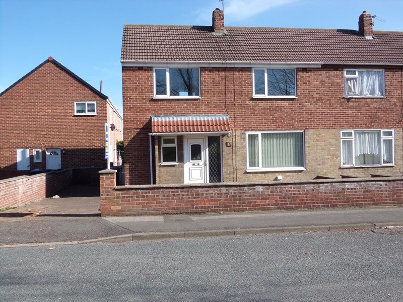 3 Bedrooms Property for sale in Cedar Avenue, Kimblesworth, Chester Le Street, Durham, DH2 3QF