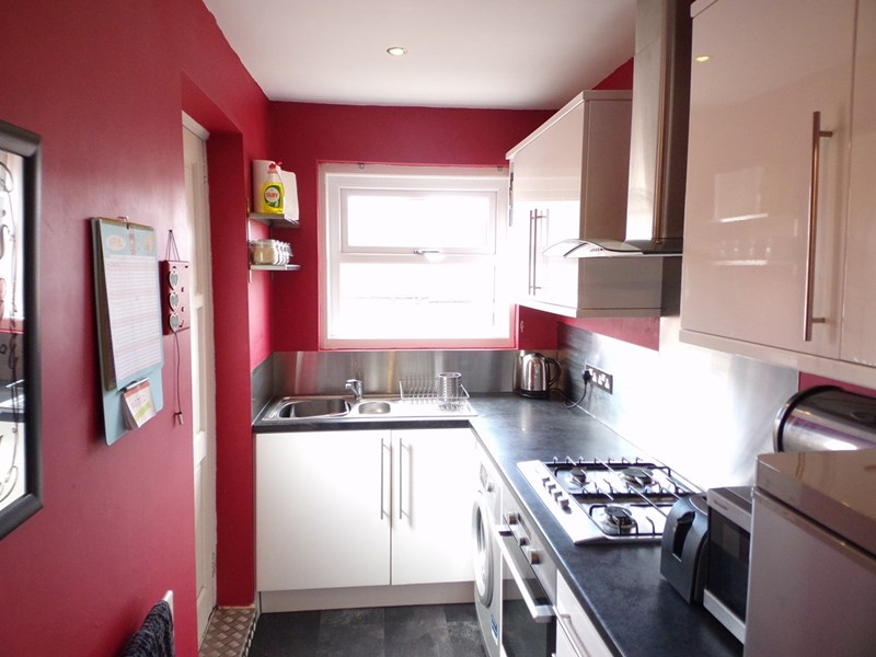 3 Bedrooms Property for sale in Eglesfield Road, laygate, South Shields, Tyne & Wear, NE33 5PX
