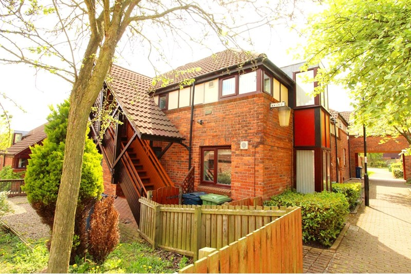 2 Bedrooms Property for sale in Sandpiper Close, Ayton, Washington, Tyne & Wear, NE38 0EG