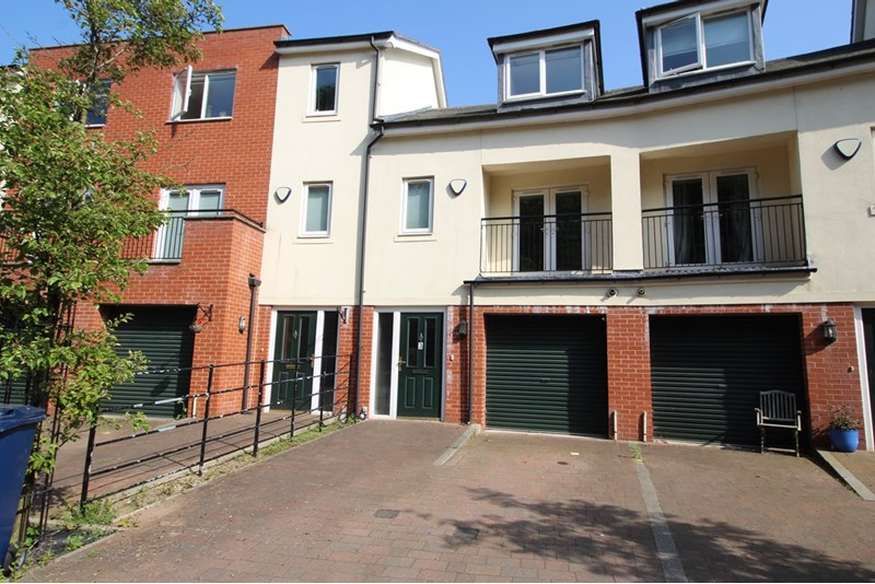 4 Bedrooms Property for sale in St. Catherines Court, Sandyford, Newcastle upon Tyne, Tyne & Wear, NE2 1AG