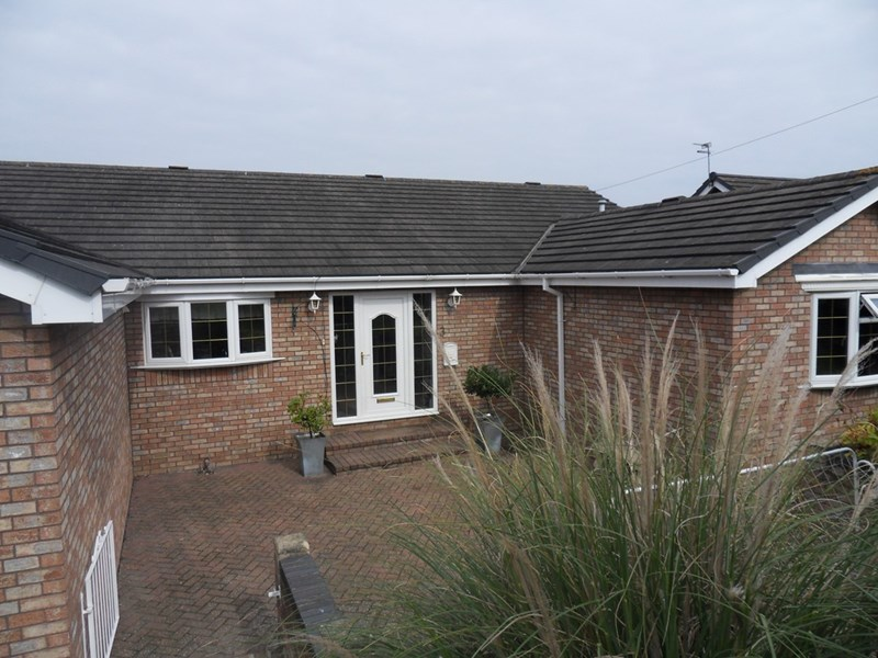 3 Bedrooms Bungalow for sale in Riverside Park, South Hylton, Sunderland, Tyne & Wear, SR4 0RT