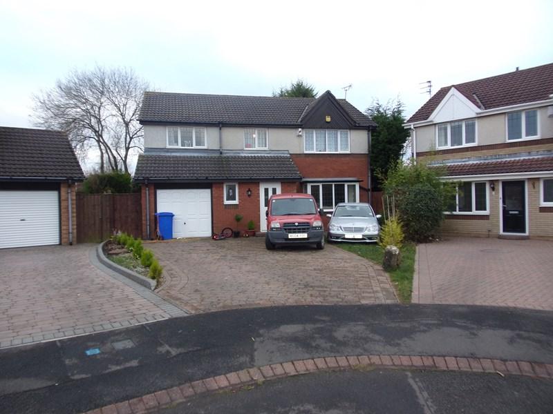 4 Bedrooms Property for sale in Porlock Court, Cramlington, Cramlington, Northumberland, NE23 3TT