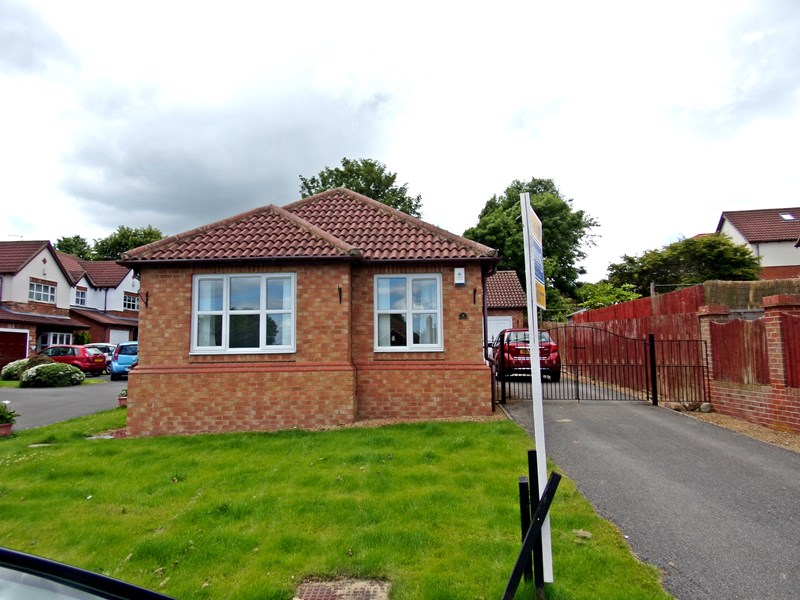 2 Bedrooms Bungalow for sale in Willow Drive, Trimdon Village, Trimdon Station, Durham, TS29 6QP