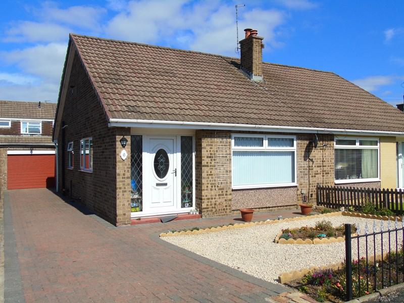 2 Bedrooms Bungalow for sale in Bondene Grove, Bishopsgarth, Stockton-on-Tees, Durham, TS19 8TY