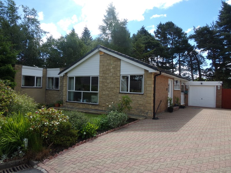 4 Bedrooms Bungalow for sale in The Paddock, Lanchester, Durham, Durham, DH7 0HW