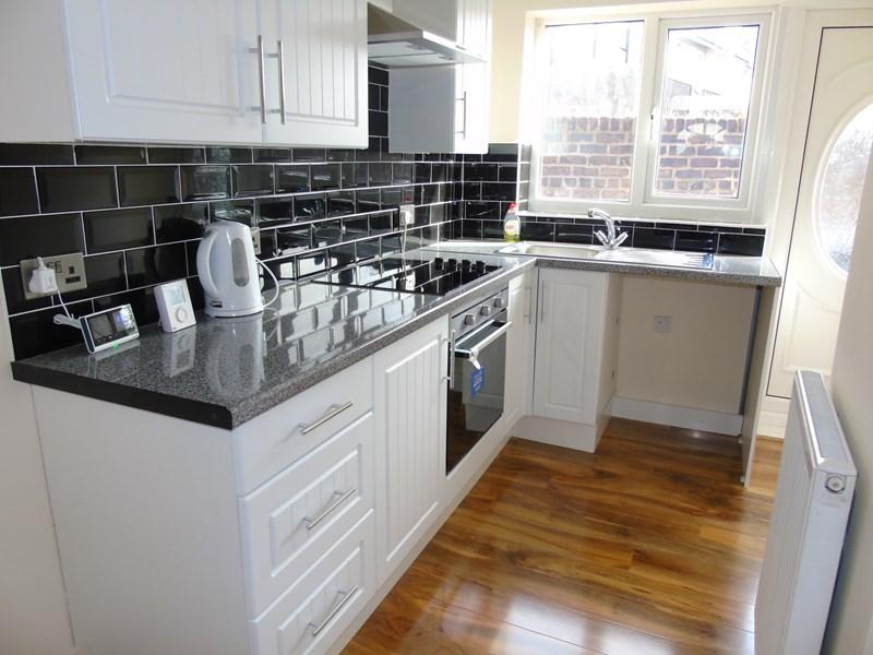 2 Bedrooms Property for sale in Jackson Street, North Shields, Tyne & Wear, NE30 2HT