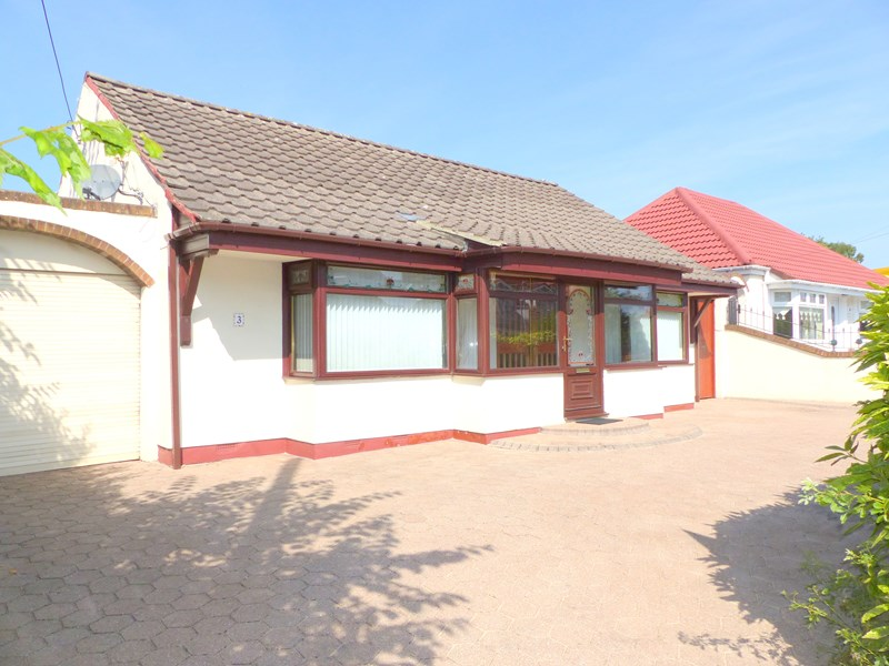 3 Bedrooms Bungalow for sale in Durham Road, East Herrington, Sunderland, Tyne and Wear, SR3 3NS
