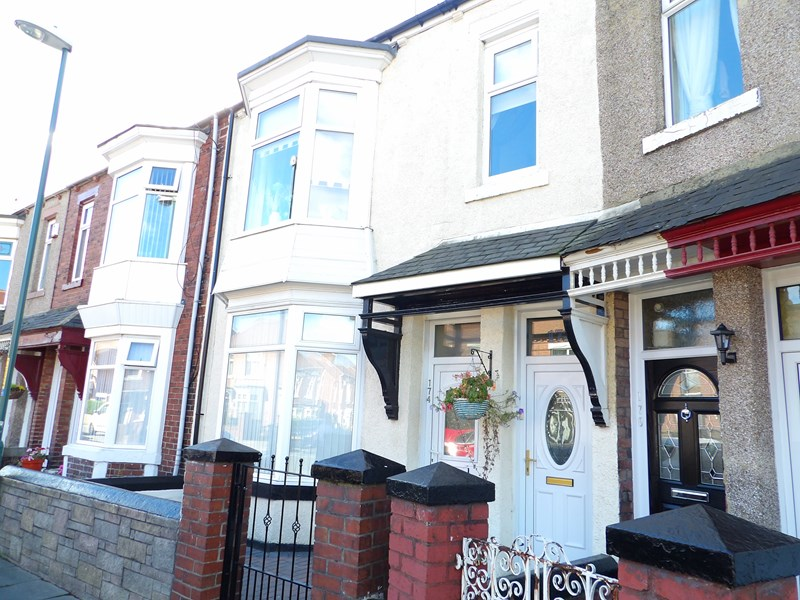2 Bedrooms Property for sale in Ashley Road, West Harton, South Shields, Tyne and Wear, NE34 0PQ