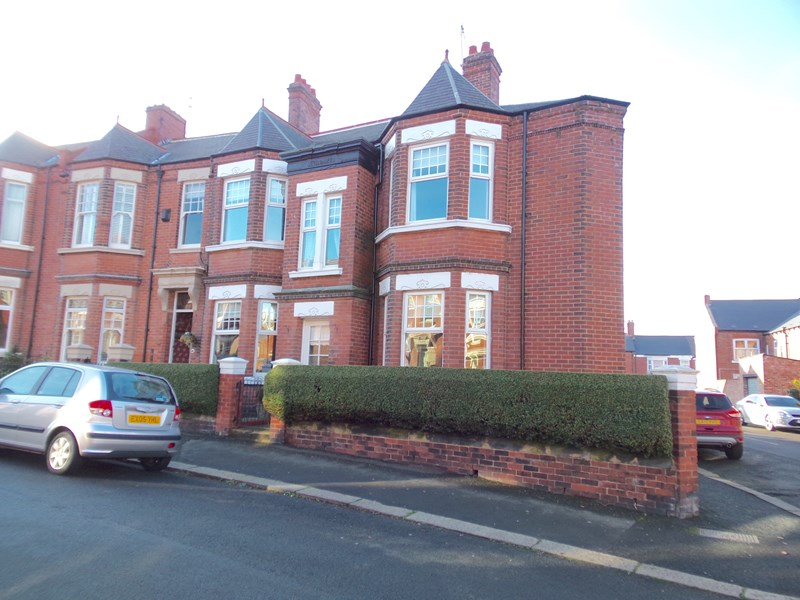 3 Bedrooms Property for sale in Ashwood Terrace, Thornhill, Sunderland, Tyne and Wear, SR2 7NB