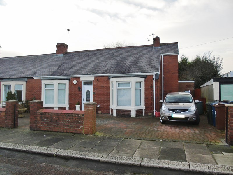2 Bedrooms Bungalow for sale in Ashwood Crescent, Walkerville, Newcastle upon Tyne, Tyne and Wear, NE6 4PL