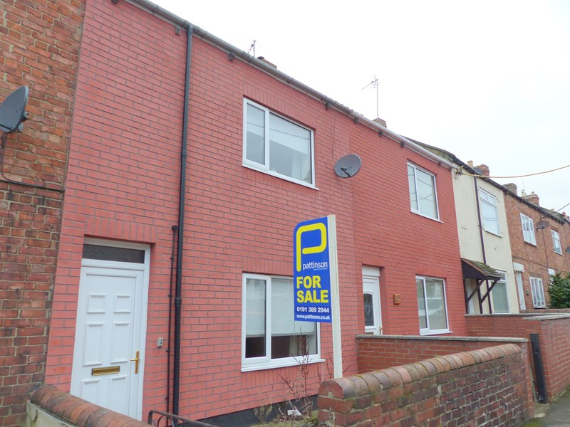 2 Bedrooms Property for sale in Hylton Terrace, Pelton, Chester Le Street, Durham, DH2 1DS