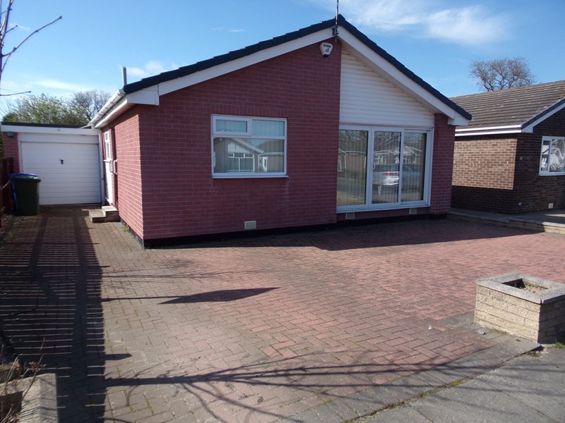 3 Bedrooms Bungalow for sale in Whithorn Court, Cowpen, Blyth, Northumberland, NE24 5JB