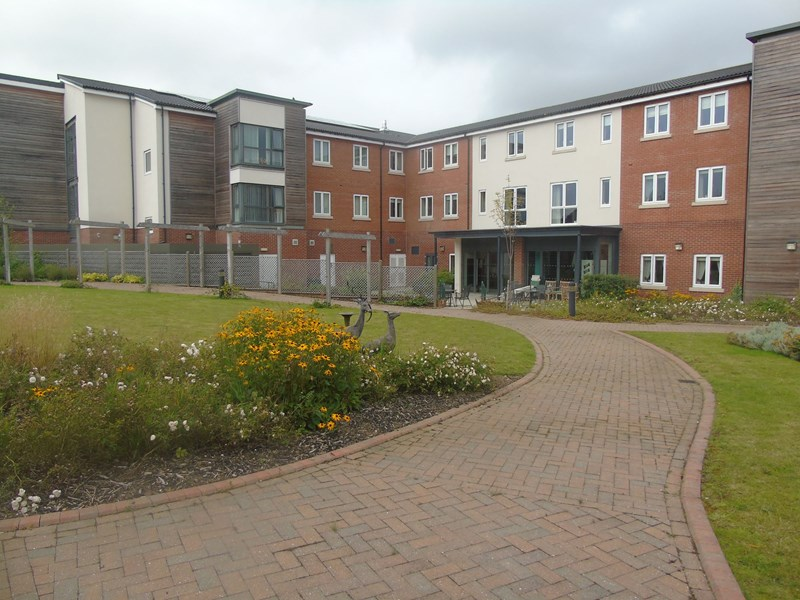 2 Bedrooms Apartment Flat for sale in Weetslade Court, Wideopen, Newcastle upon Tyne, Tyne and Wear, NE13 6LG