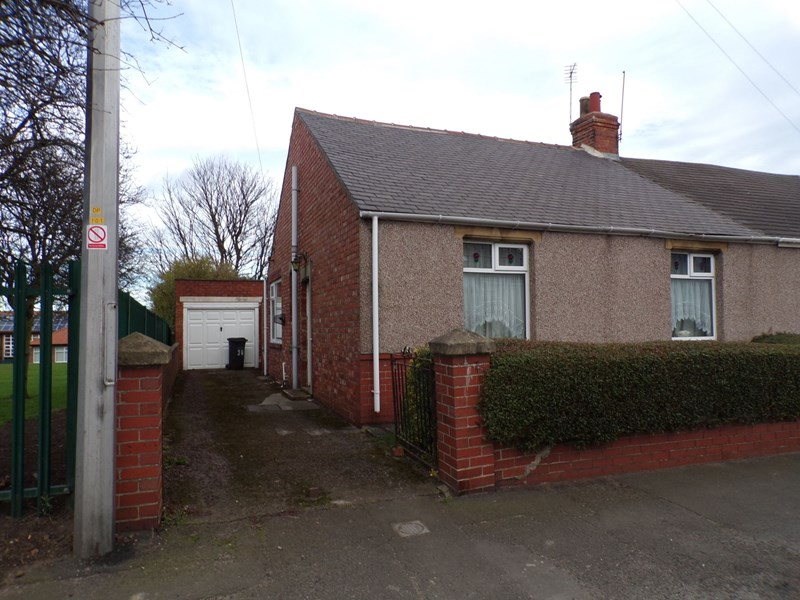 2 Bedrooms Bungalow for sale in Stead Lane, Bedlington, Northumberland, NE22 5LY