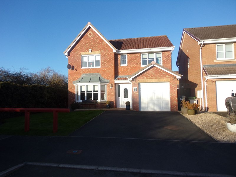 4 Bedrooms Property for sale in Cragside Gardens, Bedlington, Northumberland, NE22 5YX