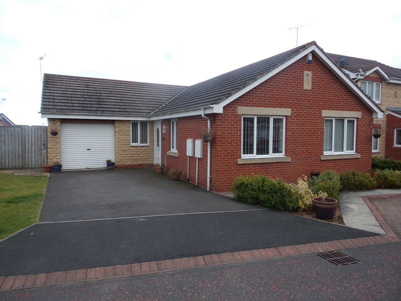 3 Bedrooms Bungalow for sale in Chase Meadows, Chase Farm, Blyth, Northumberland, NE24 4LW