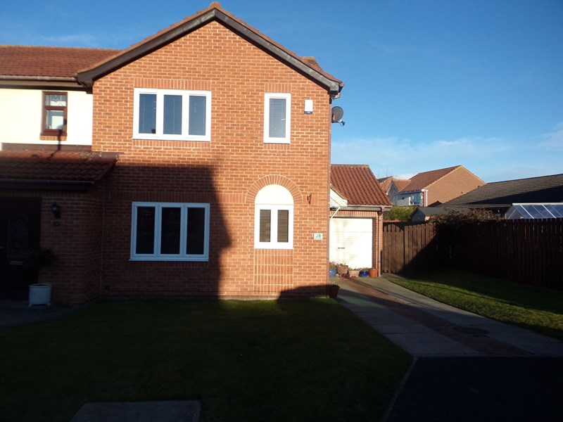 3 Bedrooms Property for sale in Inglewood Close, Chase Meadows, Blyth, Northumberland, NE24 4LT