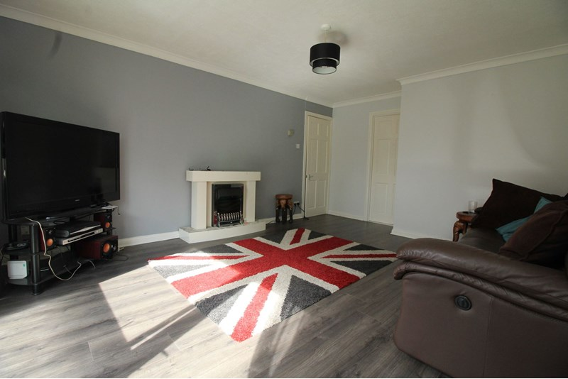 2 Bedrooms Property for sale in Dunstanburgh Close, oxclose, Washington, Tyne and Wear, NE38 0JG