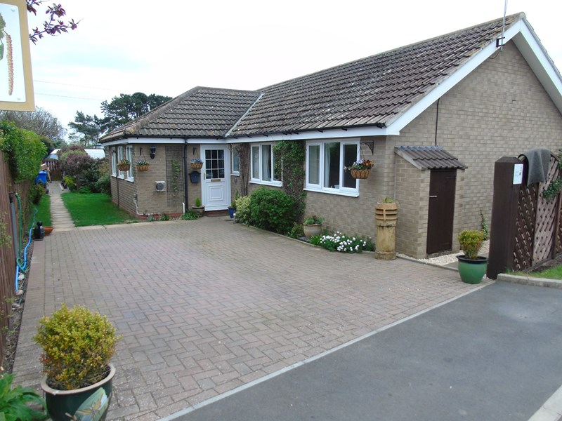 3 Bedrooms Bungalow for sale in Alexandra Garth, Meadow Lane, Beadnell, Northumberland, NE67 5AQ
