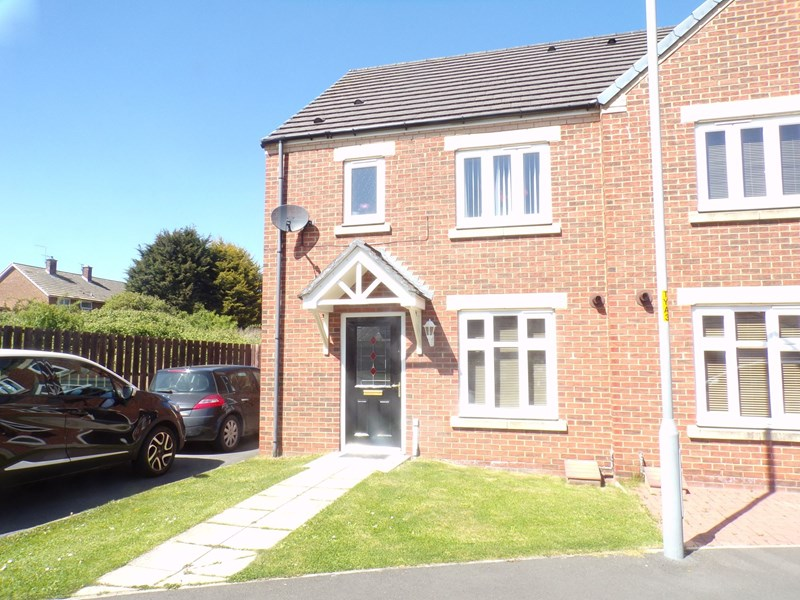 3 Bedrooms Property for sale in Raines Court, Longlands, Middlesbrough, Cleveland, TS4 2AL