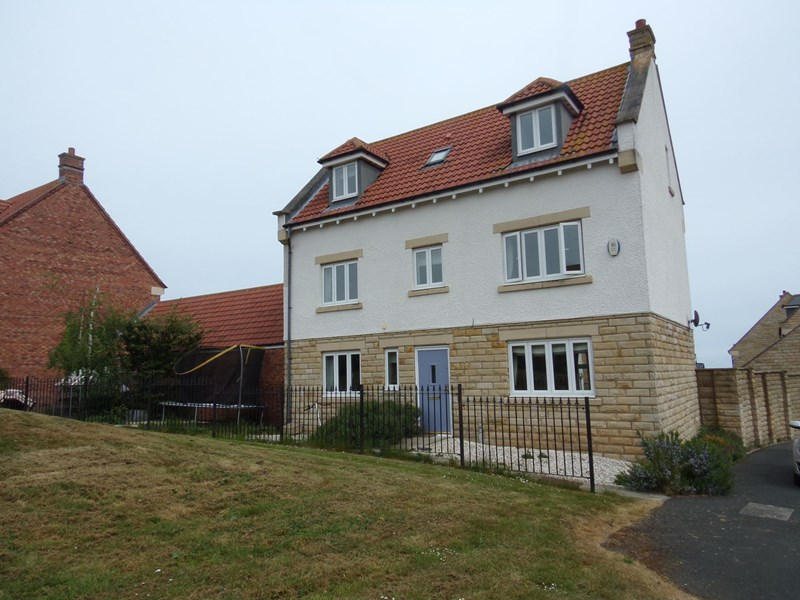 5 Bedrooms Property for sale in East Moor, Longhoughton, Northumberland, NE66 3JB