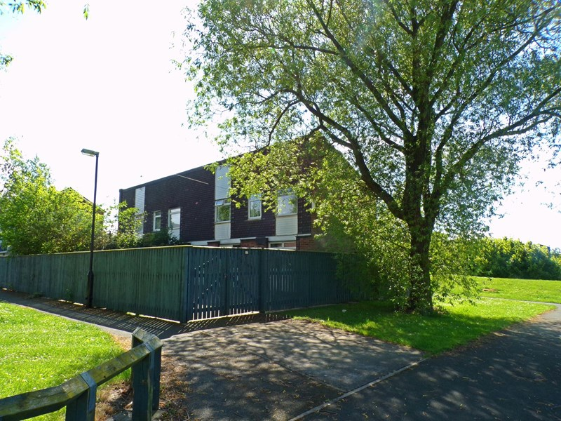 3 Bedrooms Property for sale in Lutterworth Place, Longbenton, Newcastle upon Tyne, Tyne & Wear, NE12 8QW