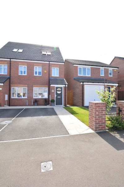 3 Bedrooms Property for sale in Woolf Drive, South Shields, Tyne and Wear, NE34 9JU
