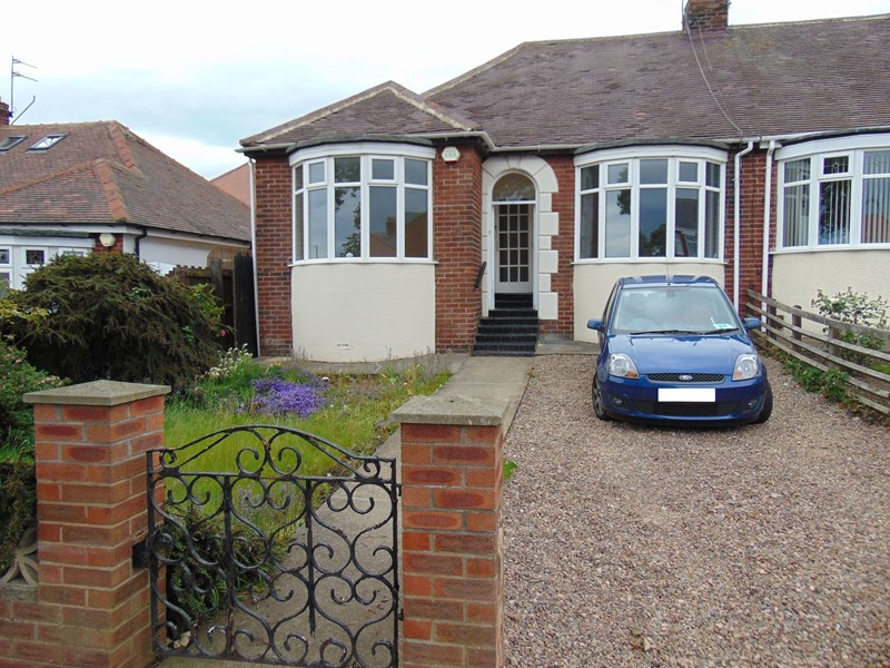 2 Bedrooms Bungalow for sale in Barnes Park Road, Barnes, Sunderland, Tyne and Wear, SR4 7PY
