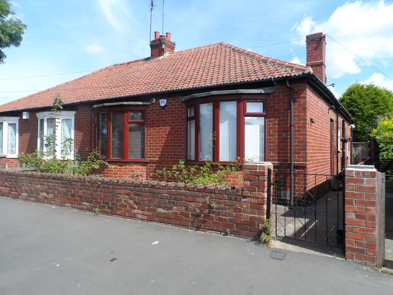 2 Bedrooms Bungalow for sale in Benfield Road, Newcastle upon Tyne, Tyne and Wear, NE6 4NT