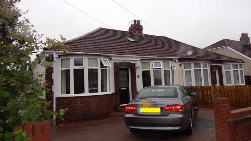 2 Bedrooms Bungalow for sale in Cambo Avenue, Whitley Bay, Whitley Bay, Tyne and Wear, NE25 9DJ
