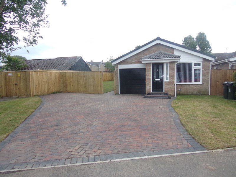 3 Bedrooms Bungalow for sale in Melness Road, Hazlerigg, Newcastle upon Tyne, Tyne and Wear, NE13 7BJ