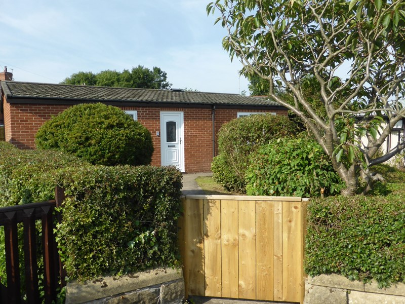 2 Bedrooms Bungalow for sale in The Green, Rowlands Gill, Tyne and Wear, NE39 2LL