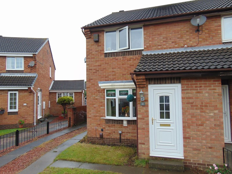 2 Bedrooms Property for sale in Cambria Green, South Hylton, Sunderland, Tyne and Wear, SR4 0NN