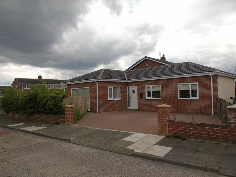 2 Bedrooms Bungalow for sale in Ringway, Choppington, Northumberland, NE62 5XT