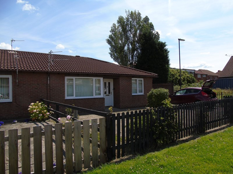 2 Bedrooms Bungalow for sale in Beadnell Gardens, Shiremoor, Newcastle upon Tyne, Tyne and Wear, NE27 0HA
