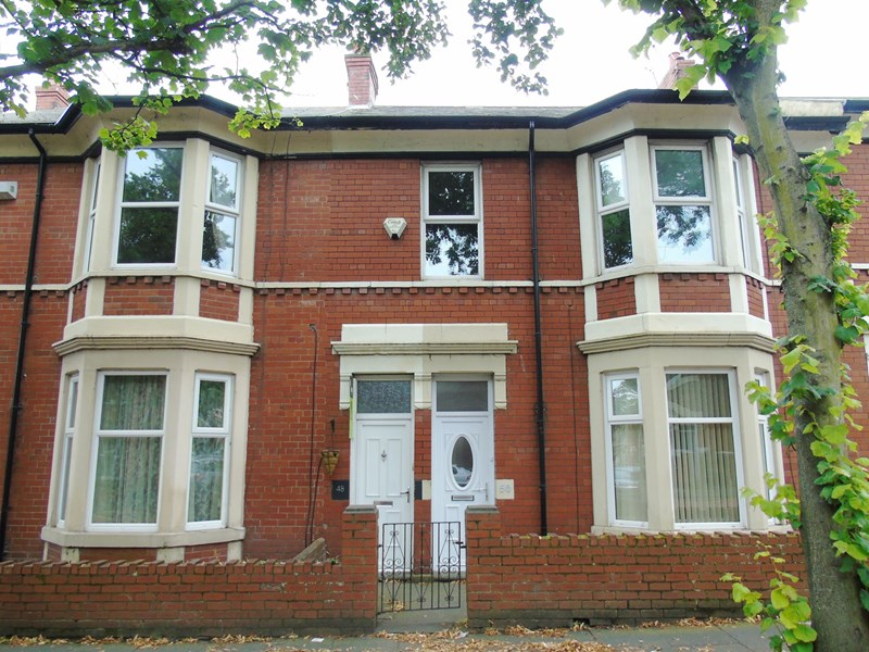 2 Bedrooms Property for sale in Queen Alexandra Road, North Shields, Tyne and Wear, NE29 9AR