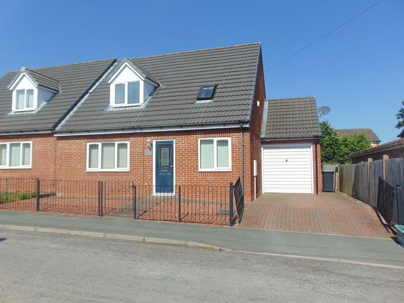 4 Bedrooms Bungalow for sale in Swale Court, Langley Moor, Durham, Durham, DH7 8JL