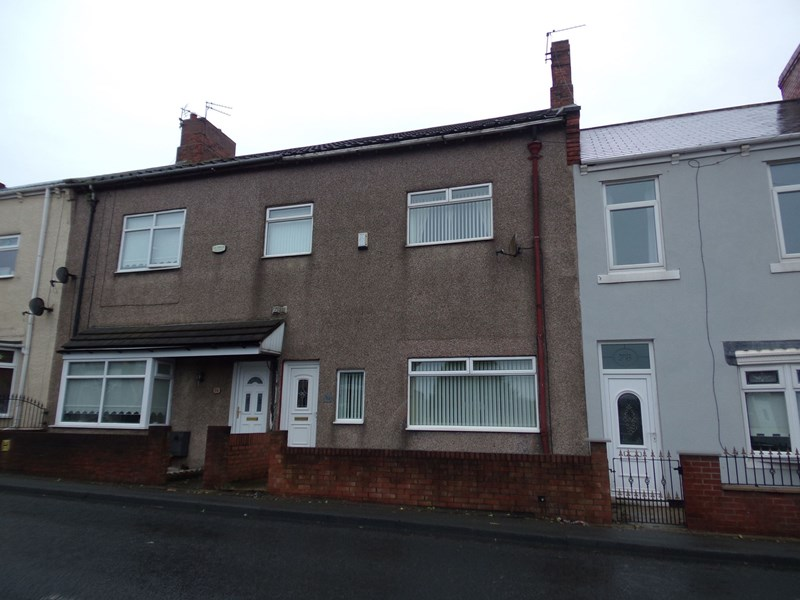 3 Bedrooms Property for sale in Station Road, Hetton-le-Hole, Houghton Le Spring, Tyne & Wear, DH5 9JB