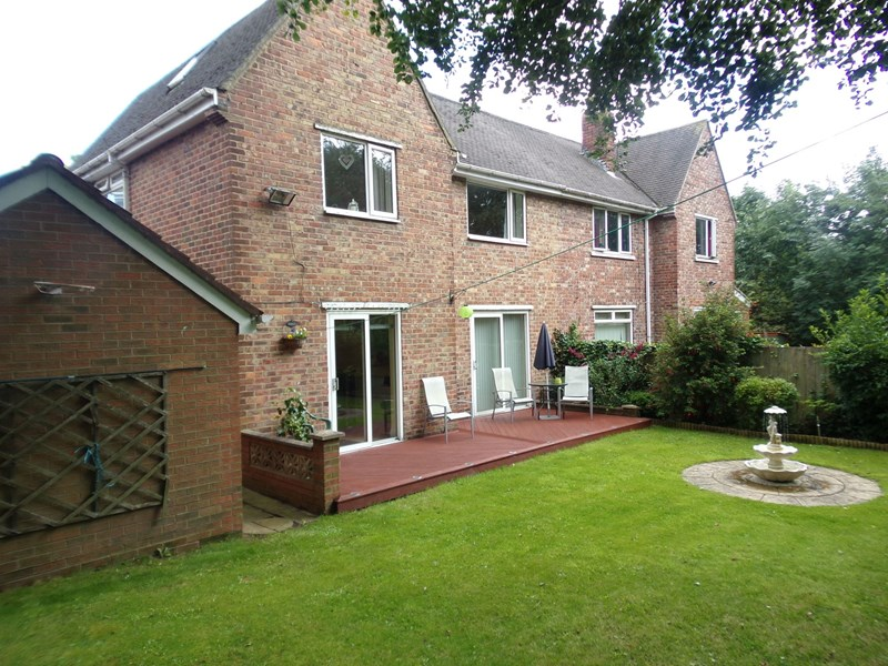 3 Bedrooms Property for sale in White Hill Road, Easington Lane, Houghton Le Spring, Tyne and Wear, DH5 0PA