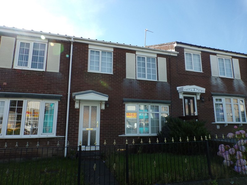 3 Bedrooms Property for sale in Barrington Court, Bedlington, Northumberland, NE22 5DH