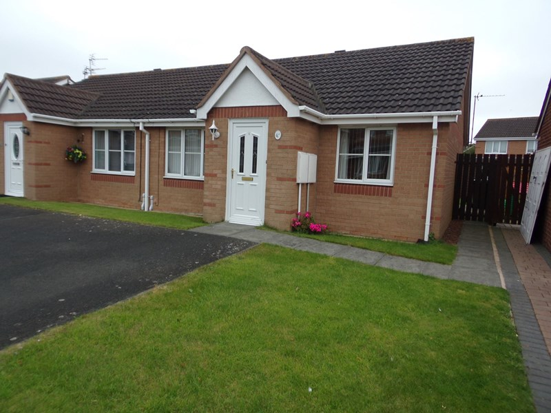 2 Bedrooms Bungalow for sale in Lavender Court, Ashington, Northumberland, NE63 9FE