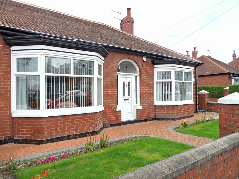 2 Bedrooms Bungalow for sale in St. Peters Avenue, Harton, South Shields, Tyne and Wear, NE34 6NN