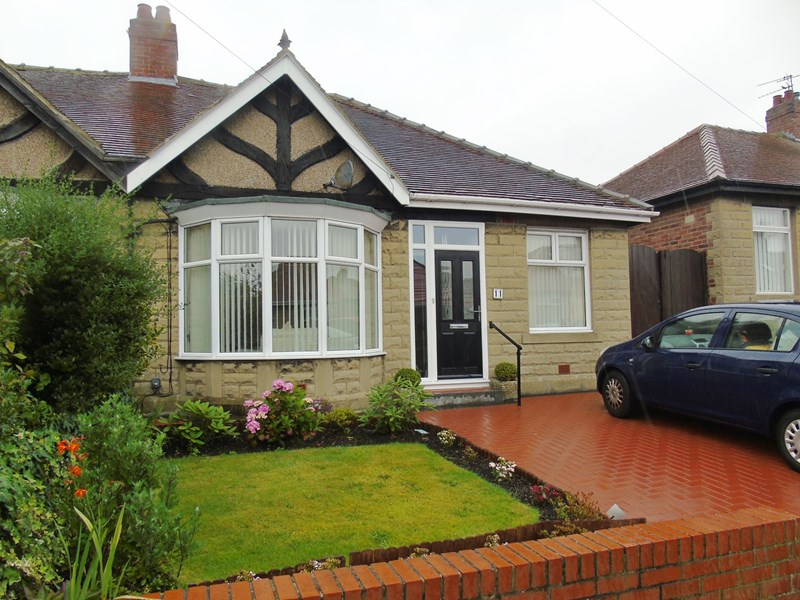 2 Bedrooms Bungalow for sale in Tudor Avenue, North Shields, Tyne and Wear, NE29 0RY